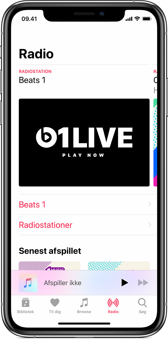 En iPhone X, hvor Apple Music er åben og viser fanen Radio.