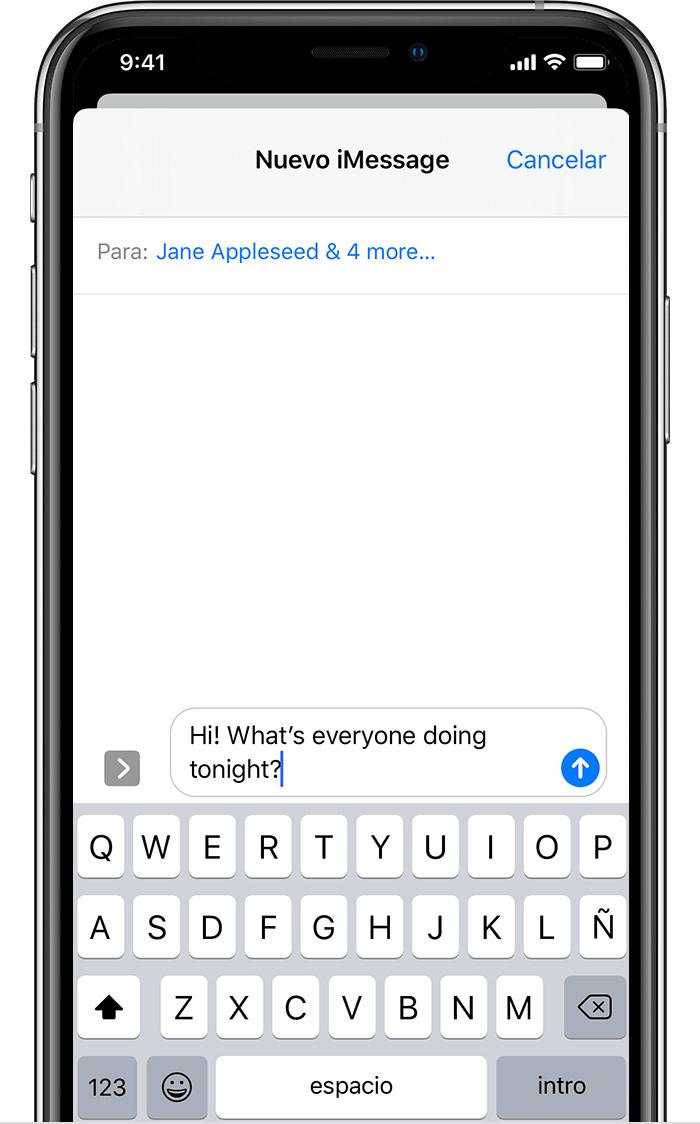 iPhone que muestra cómo enviar un mensaje de texto en grupo. Se está escribiendo el mensaje, pero aún no se ha enviado.