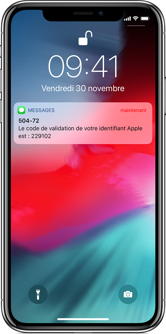 iPhone affichant le code de validation de l'identifiant Apple envoyé via Messages