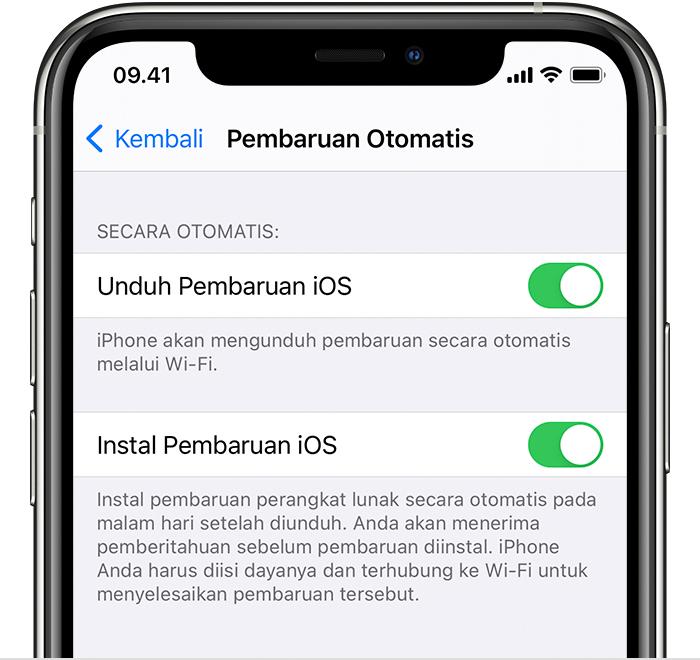 iPhone di layar Pembaruan Otomatis. Kedua pilihan di layar, Unduh Pembaruan iOS dan Instal Pembaruan iOS, dinyalakan.