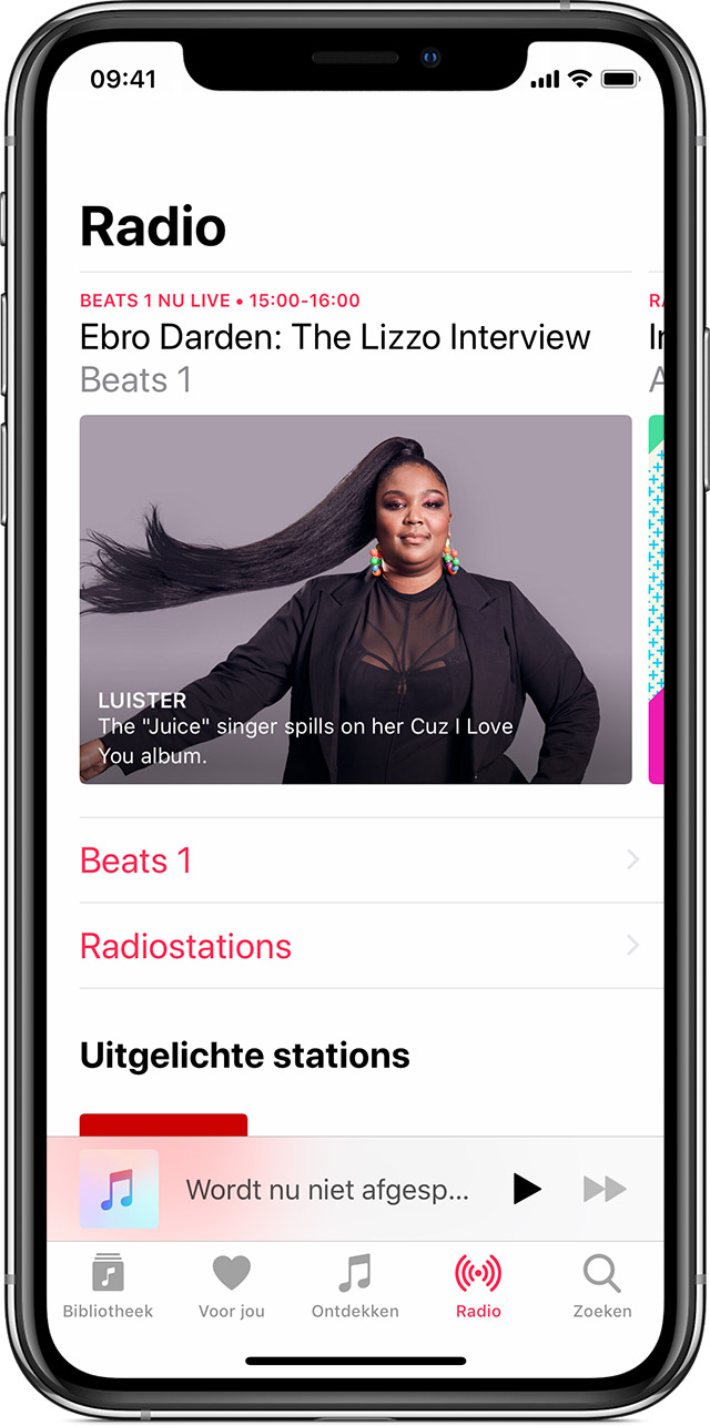 Een iPhone X met Apple Music open op het tabblad 'Radio.